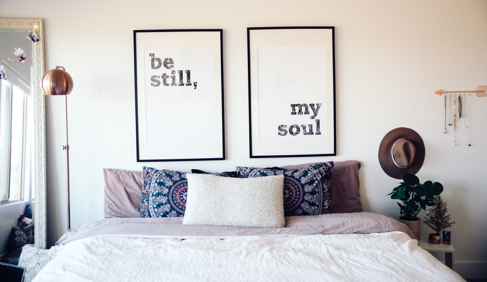 urban-outfitters-fall-winter-room-decor-makeover-ideas-27