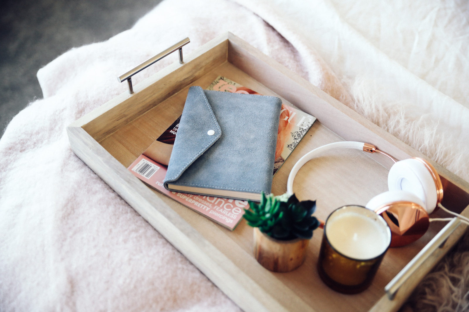 urban-outfitters-fall-winter-room-decor-makeover-ideas-31