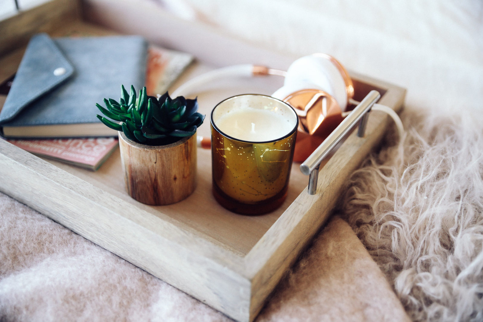 urban-outfitters-fall-winter-room-decor-makeover-ideas-32